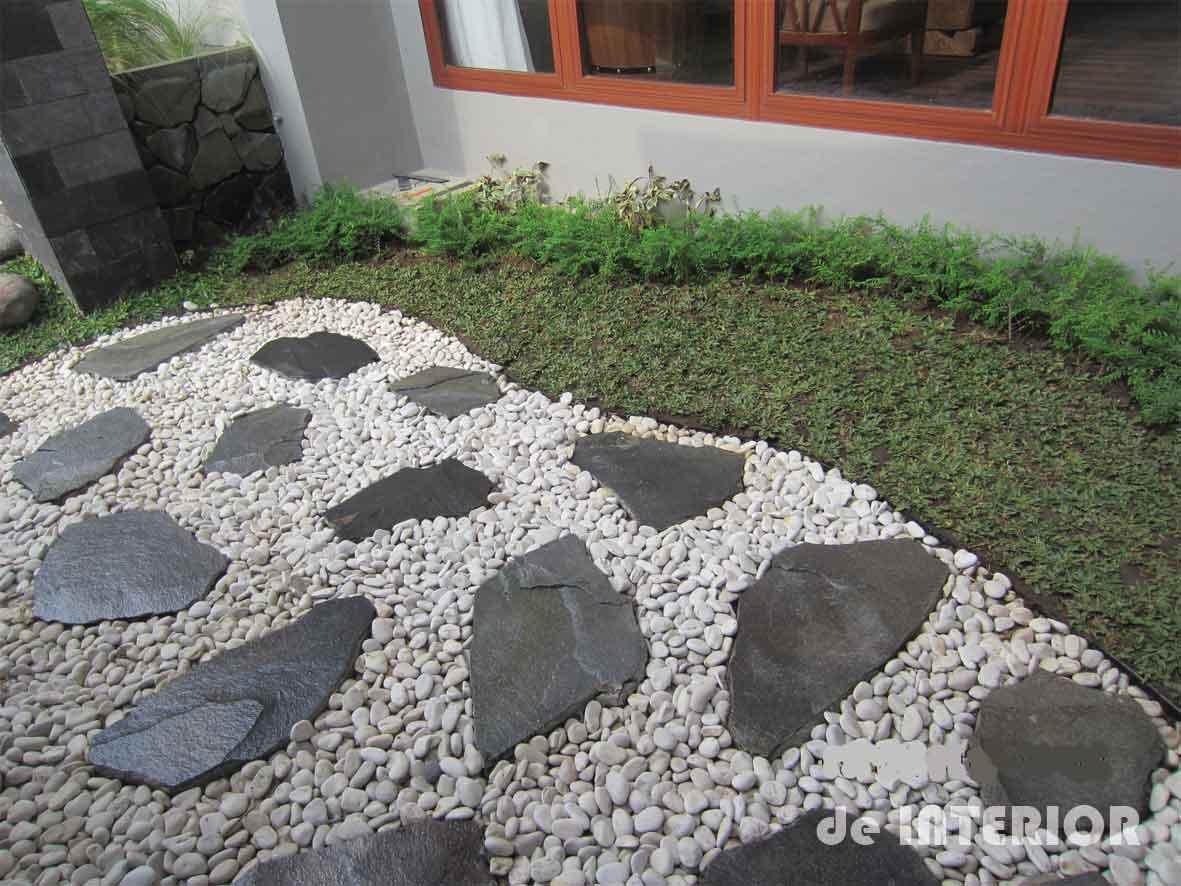 Lantai batu alam kombinasi batu templek dan batu koral