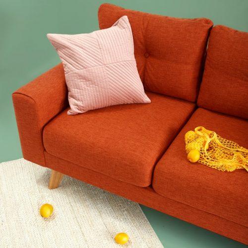 Minimalis dengan nuansa warna oranye
