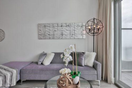 Ruang keluarga minimalis bertema futuristik