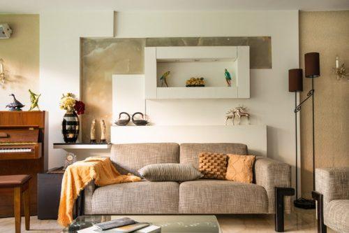 Sofa minimalis dengan nuansa warna coklat